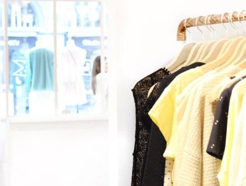 Devinez quoi ♡ ? La boutique Des Petits Hauts a ouvert ses portes à Clermont-Ferrand. Pastèques, ananas et paillettes à gogo pour une marque pleine de douceur et de rêveries ! • Je vous en parle sur mon blog ...  @despetitshauts #igers #shop #despetitshauts #happy #instagood #girly #glitter #mode #style #girl #sweety #lovely #clermontferrand #bonnesadresses #shopping #disouininon #pastel